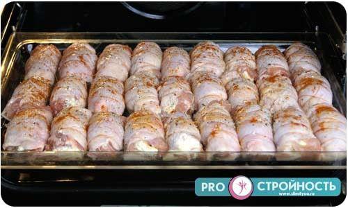 куриный рулет с начинкой в духовке рецепт с фото
