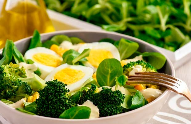 броколли с яйцом