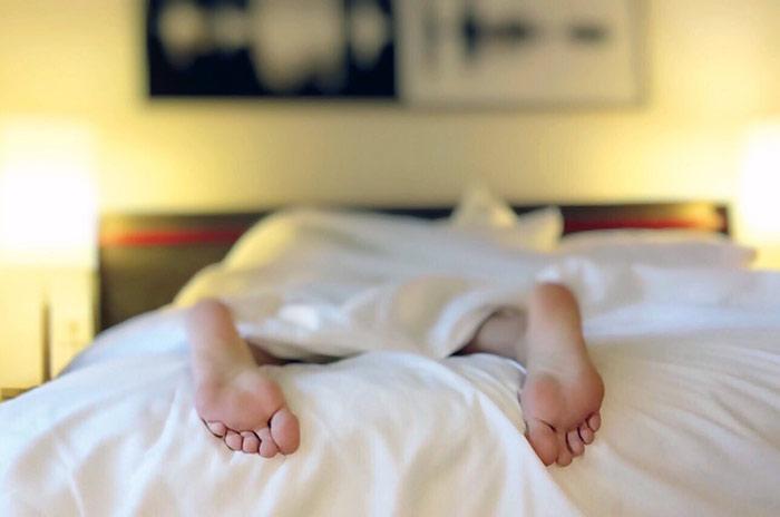 Как спать, чтобы меньше есть?